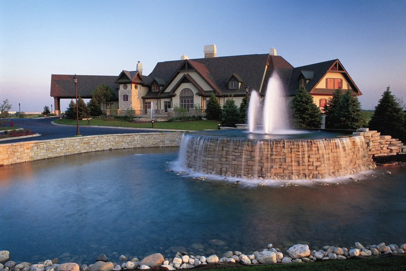 A fountain in front of the clubhouse at Bolingbrook Golf Club in Bolingbrook, Illinois